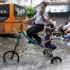 Triciclo a prova de enchente...