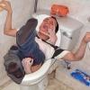 Atacado pela loira do banheiro...