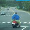 Gordinho de moto