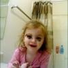 Maquiada igual a mamãe...