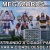 Megazords destruindo e salvando a cidade