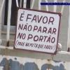 Favor, não parar no portão