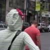 O cara saiu de casa com uma calcinha na cabeça... Essa foi demais...