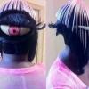 Olha que penteado criativo e ridículo!!