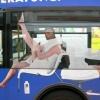 Esse ônibus uma verdadeira ilusão de óptica...