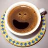 Servindo um café com sorriso