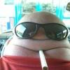 Um careca fumante...