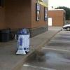 R2D2 fazendo xixi...
