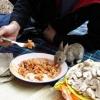 Compartilhando a refeição...
