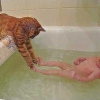 Ajudando na hora do banho...