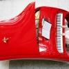Piano Rolls-Royce pintado em vermelho Ferrari!