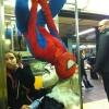 Homem aranha no metrô...